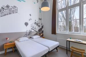 Un ou plusieurs lits dans un hébergement de l'établissement Stayokay Hostel Amsterdam Oost