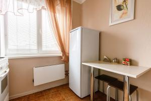 Кухня или мини-кухня в Apartments on Lenina street