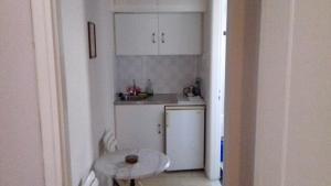 Η κουζίνα ή μικρή κουζίνα στο Ενοικιαζόμενα Δωμάτια 'Καμπάνης'