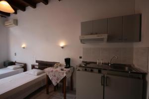Η κουζίνα ή μικρή κουζίνα στο Chania Rooms