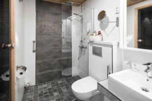 A bathroom at Santa's Igloos Arctic Circle