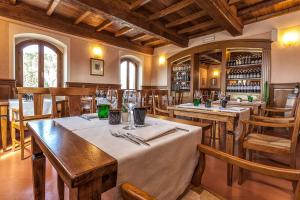A restaurant or other place to eat at Borgo Il Melone