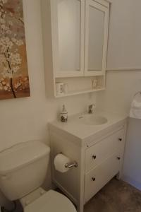 A bathroom at Black Rooster Guesthouse
