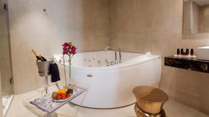 Een badkamer bij Hotel Palacete de Alamos
