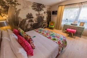 A bed or beds in a room at Patio del Mundo