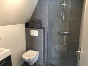 Een badkamer bij Nine Streets Inn