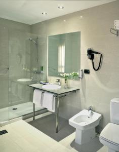 A bathroom at Civis Jaime I