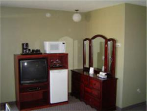 A television and/or entertainment centre at Carravalla Inn
