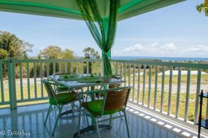 Balcon ou terrasse dans l'établissement Les Gîtes Les Hauts de Montmain