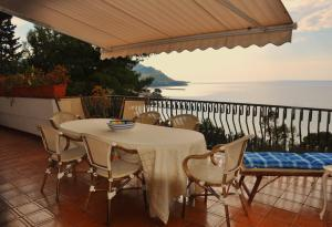 A balcony or terrace at Villa Laura Sea View Apartments