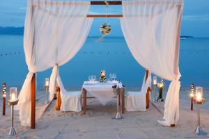 A restaurant or other place to eat at Hansar Samui Resort & Spa - SHA Plus