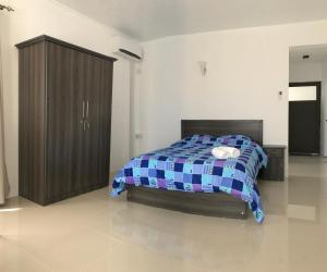 Ein Bett oder Betten in einem Zimmer der Unterkunft Luxe Exotica Apartment