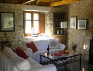 Χώρος καθιστικού στο Stone House in a quiet landscape, Leonidion