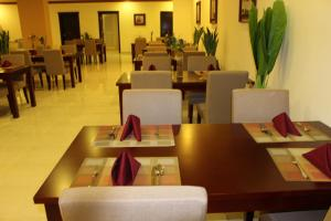 مطعم أو مكان آخر لتناول الطعام في قصر الأزهار 2
