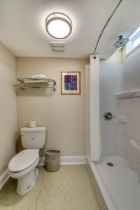Bagno di Beachcomber Inn & Suites