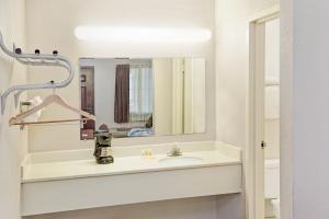 A bathroom at Motel 6-Alsip, IL