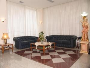 A seating area at Kyridis Hotel