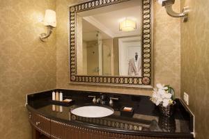 Ein Badezimmer in der Unterkunft Waldorf Astoria Orlando