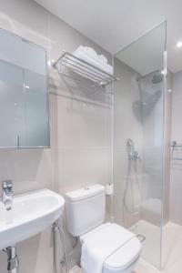 A bathroom at Heritage Collection on Clarke Quay (SG Clean)