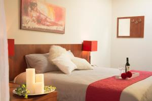 A bed or beds in a room at Hotel Duhoux