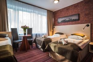 A bed or beds in a room at Hotel Delta