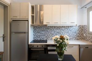 A kitchen or kitchenette at Rose Suites