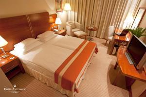Кровать или кровати в номере Hotel Antunovic Zagreb