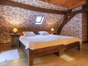 A bed or beds in a room at Luxurious Holiday Home in Montrichard with Pool