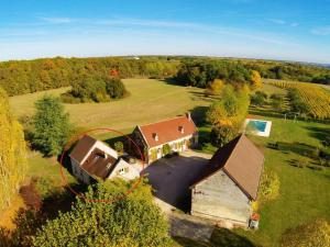 A bird's-eye view of Quaint Holiday Home with Swimming Pool in Montrichard France