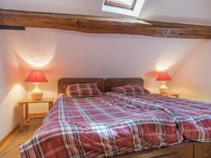 A bed or beds in a room at Quaint Holiday Home with Swimming Pool in Montrichard France