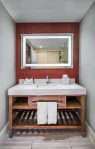 A bathroom at Desert Palms Hotel & Suites Anaheim Resort