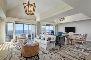 A seating area at Loews Santa Monica Beach Hotel