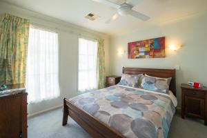 A bed or beds in a room at Bellevue Bed & Breakfast