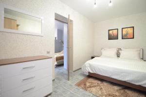 Кровать или кровати в номере Renta36 Apartments on Plekhanovskaya 22