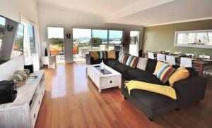 A seating area at Island Daze Surf Beach Phillip Island
