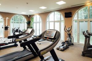 The fitness centre and/or fitness facilities at Dream Castle Hotel Marne La Vallee