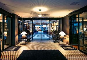 Hol lub recepcja w obiekcie Hotel F6