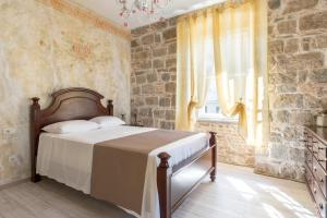 A bed or beds in a room at Pietra Rossa