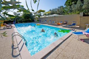 Het zwembad bij of vlak bij Agriturismo Podere Zollaio