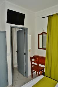 Uma televisão e/ou sistema de entretenimento em Residencial A Doca