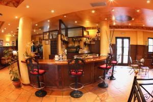 El salón o zona de bar de Hotel Comillas