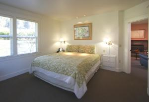 A bed or beds in a room at Little River Inn