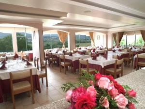 Um restaurante ou outro lugar para comer em Hotel Belsol