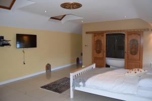 A bed or beds in a room at Baronial Style Luxury House