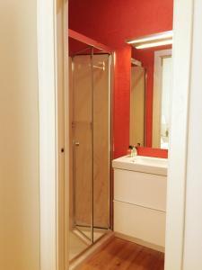 A bathroom at Casa Amarela