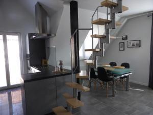 Küche/Küchenzeile in der Unterkunft CityStudiosTreysa