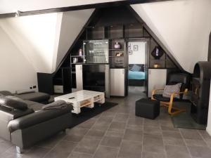 Ein Sitzbereich in der Unterkunft CityStudiosTreysa