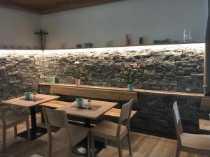 Ein Restaurant oder anderes Speiselokal in der Unterkunft Seehotel Lilly