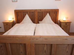 Ein Bett oder Betten in einem Zimmer der Unterkunft Schusterhof