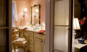 A bathroom at Stockbridge Country Inn